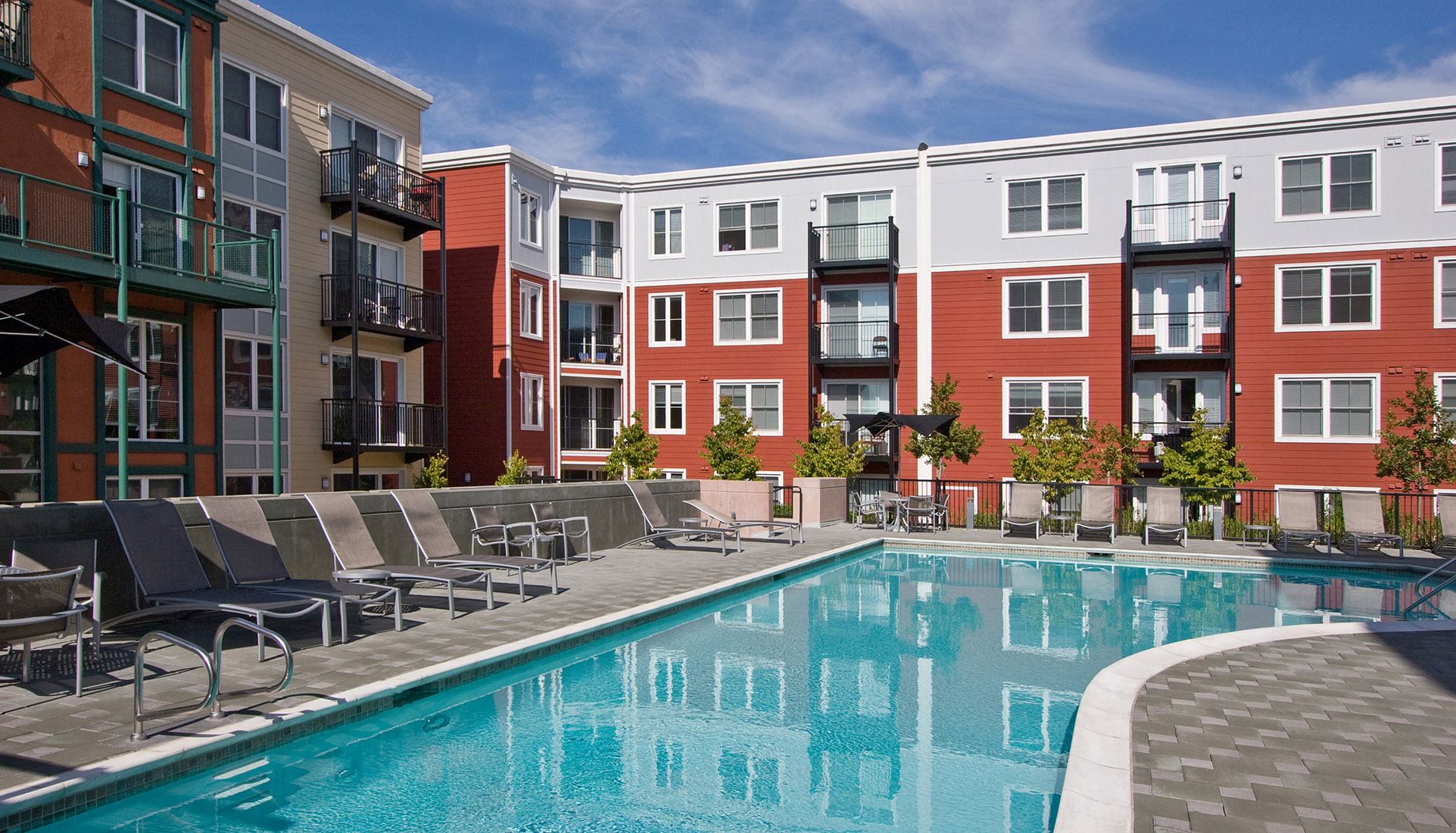 AVE Emeryville court with pool view